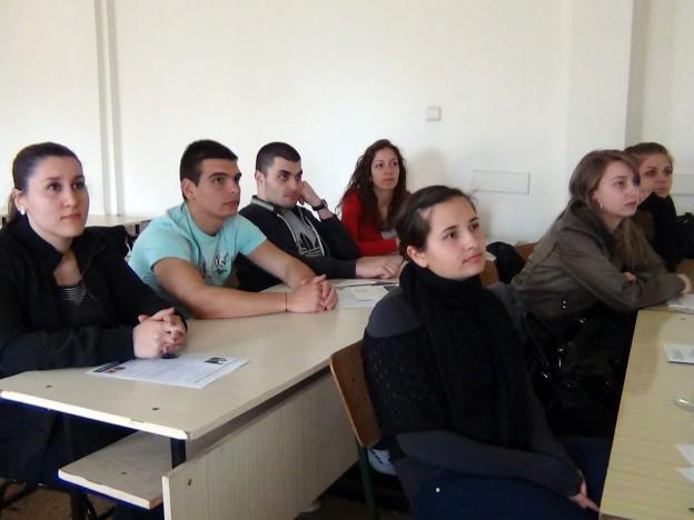 Студенти от стопанския факултет на СУ