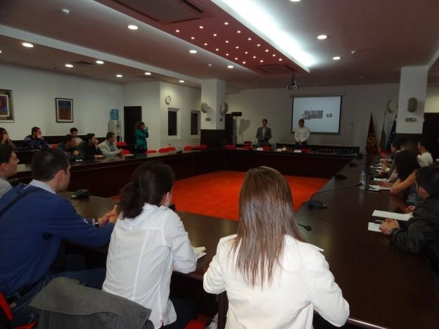 Йордан Калоянчев и Момчил Луканов, бивши участници в стажантската програма, които вече са част от екипа на Карол